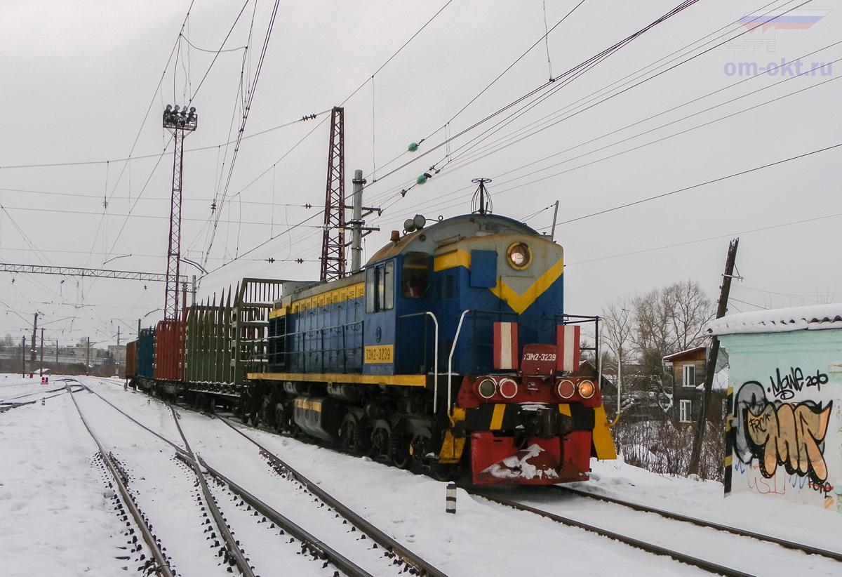 Тепловоз ТЭМ2-3239 со сборным поездом прибывает на ст. Торжок