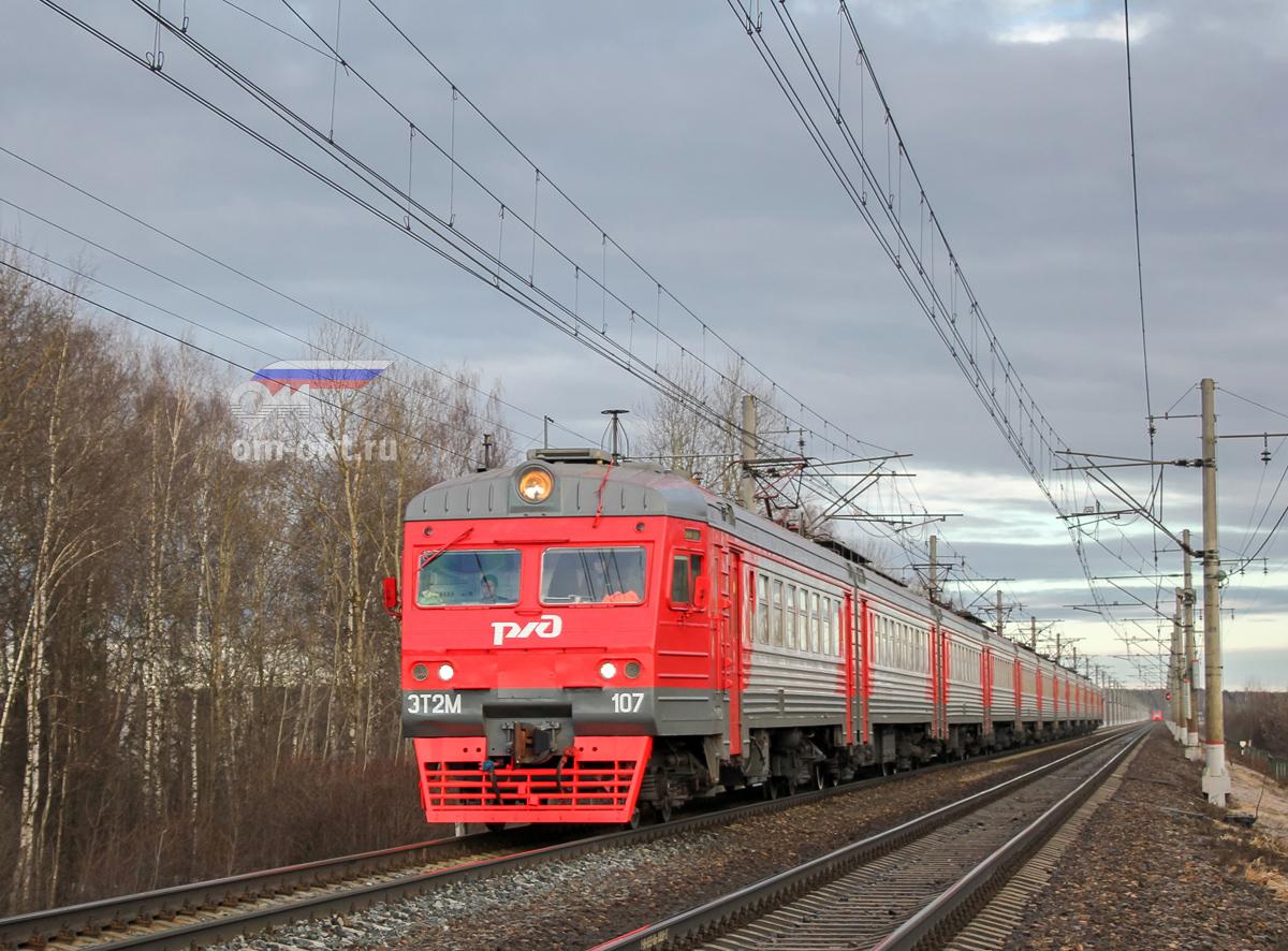 Электропоезд ЭТ2М-107 на перегоне Решетниково - Клин