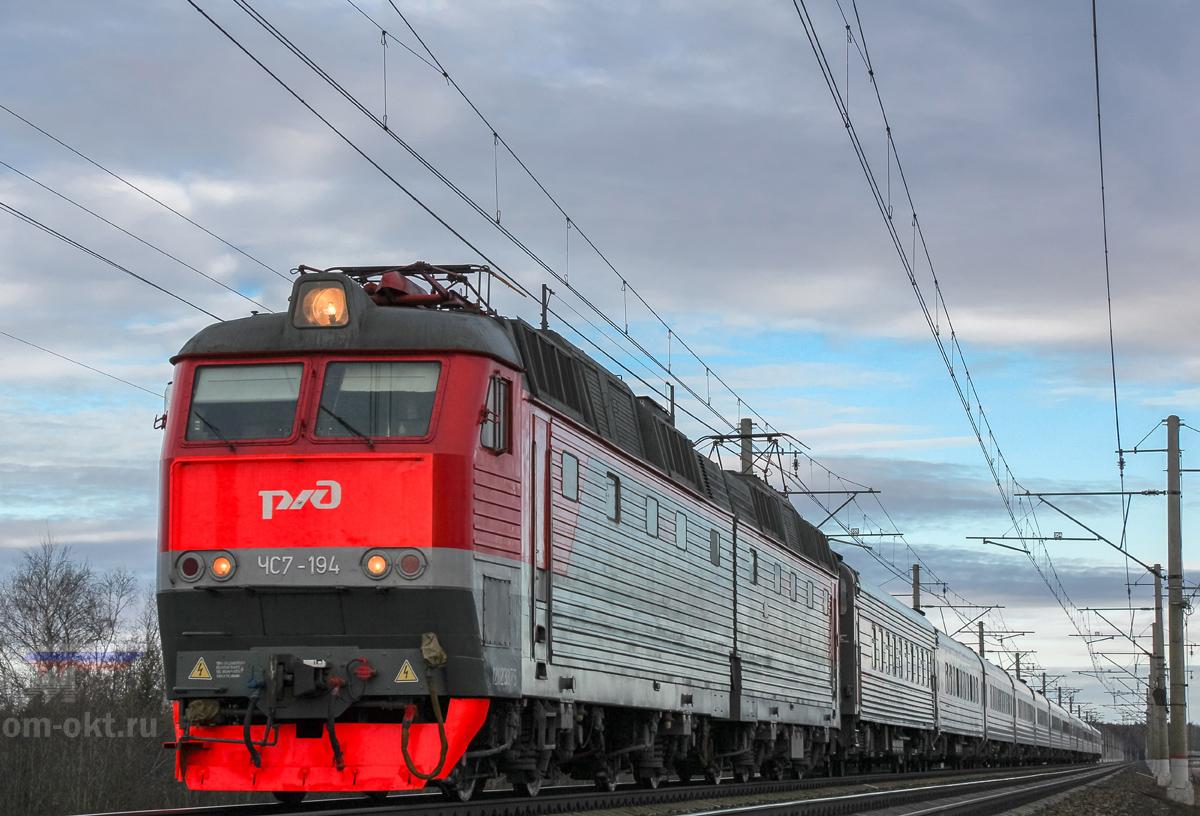 Электровоз ЧС7-194 с поездом, перегон Решетниково - Клин