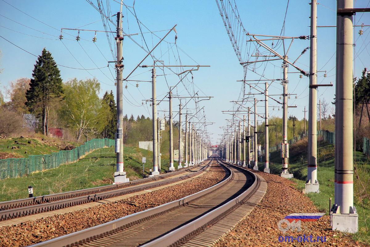 Вид со стороны платформы Берёзки-Дачные в сторону ст. Подсолнечная