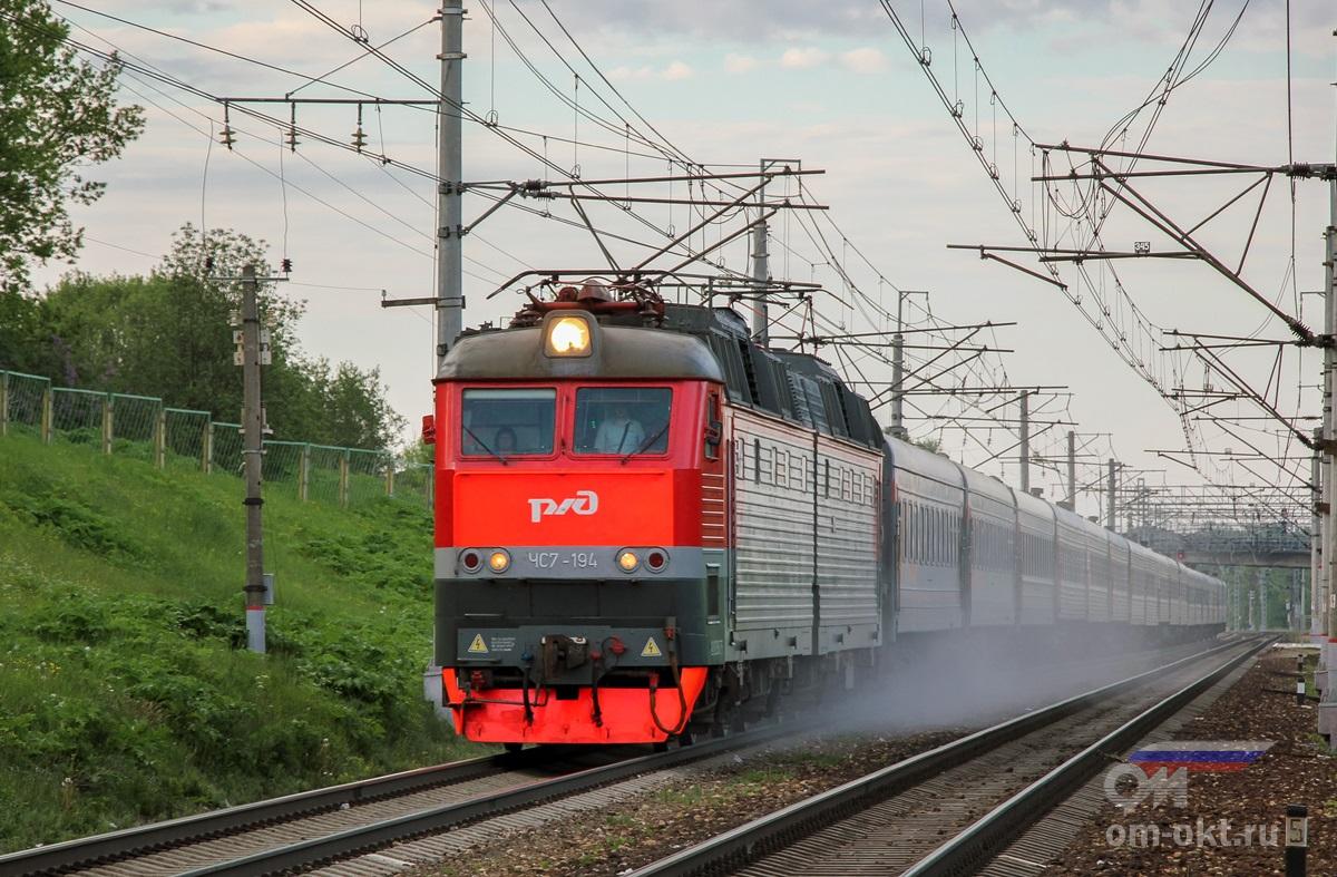 Электровоз ЧС7-194 с пассажирским поездом, перегон Бологое-Московское - Березайка