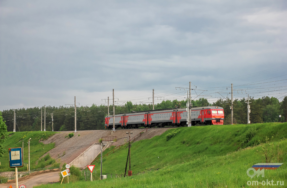 Электропоезд ЭТ2М-134 прибывает к платформе Лыкошино, перегон Угловка - Алёшинка