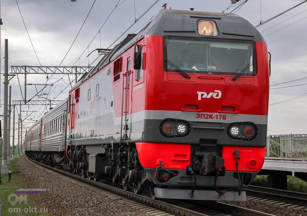 Электровоз ЭП2К-178 с пассажирским поездом проследует платформу Лыкошино, перегон Алёшинка - Угловка