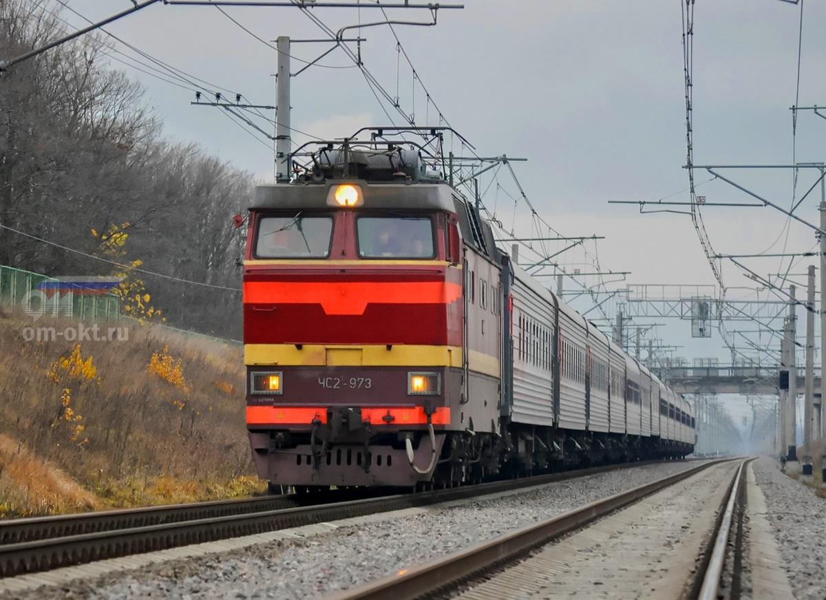 Электровоз ЧС2Т-973 с пассажирским поездом, перегон Колпино - Саблино
