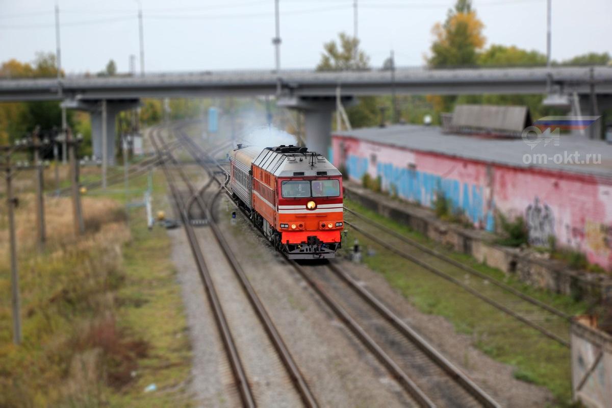 Тепловоз ТЭП70-0248 с пригородным поездом, перегон Торжок - Льняная