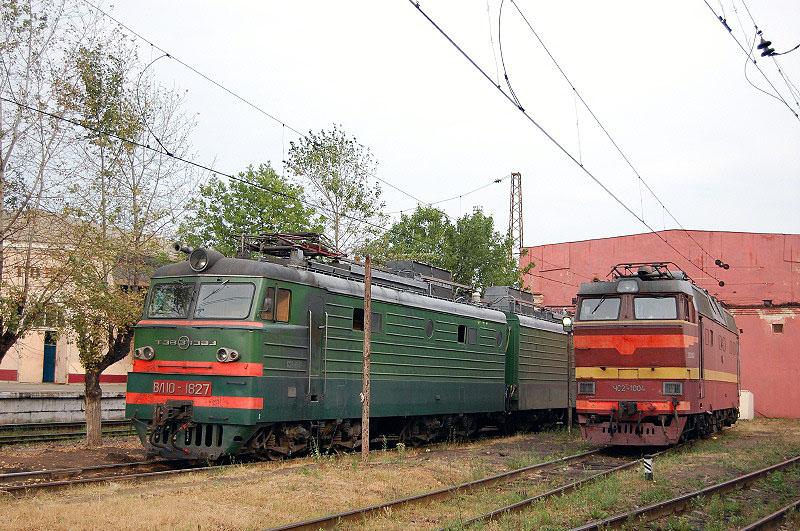 Электровозы ВЛ10-1827 и ЧС2Т-1004 в депо Тверь