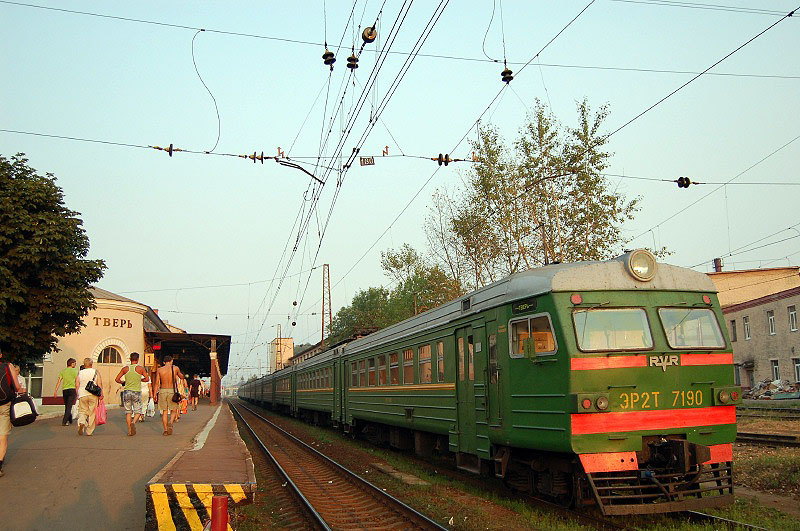 Электропоезд ЭР2Т-7190 на станции Тверь