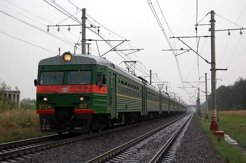 Электропоезд ЭТ2М-107 на перегоне Редкино - Тверь