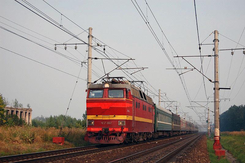 Электровоз ЧС2Т-992 с пассажирским поездом на перегоне Редкино - Тверь