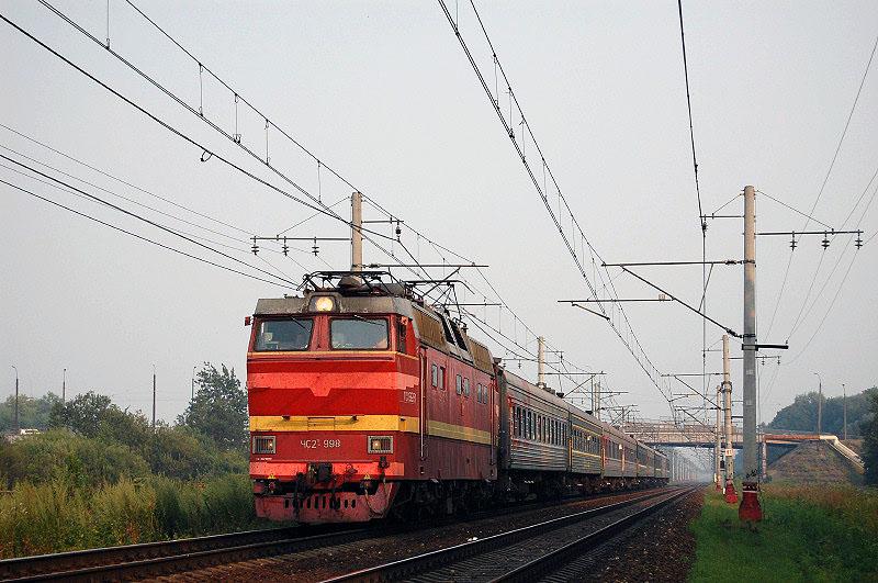 Электровоз ЧС2Т-998 с пассажирским поездом на перегоне Редкино - Тверь