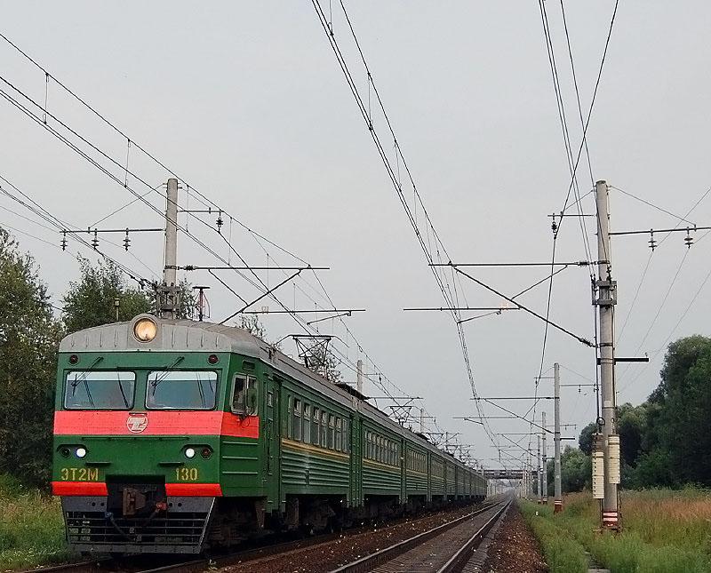 Электропоезд ЭТ2М-130 на перегоне Редкино - Тверь