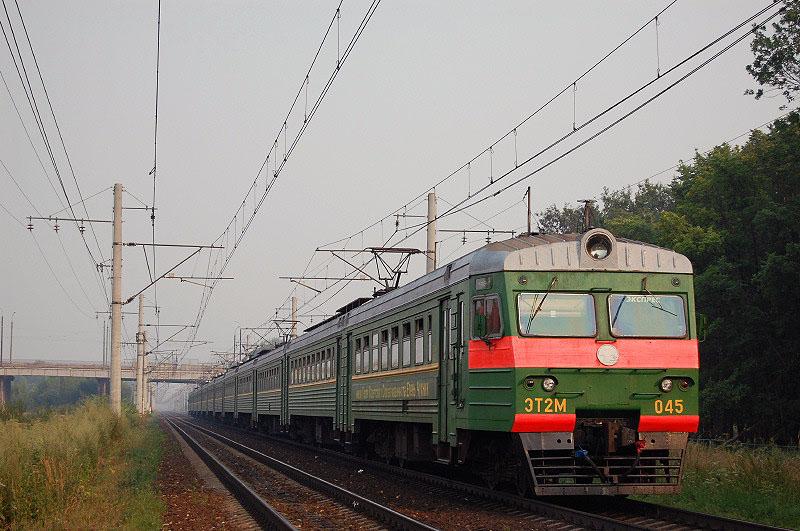 Электропоезд ЭТ2М-045 на перегоне Тверь - Редкино