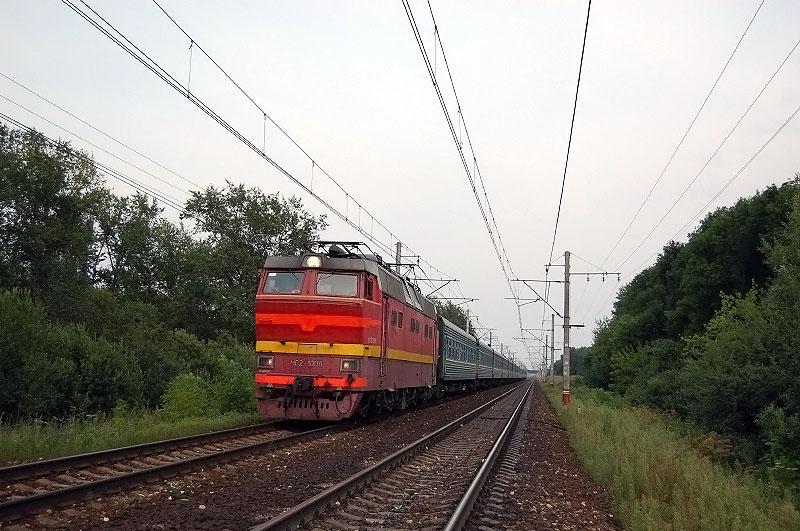 """Электровоз ЧС2Т-1003 с фирменным поездом """"Карелия"""", перегон Редкино - Тверь"""