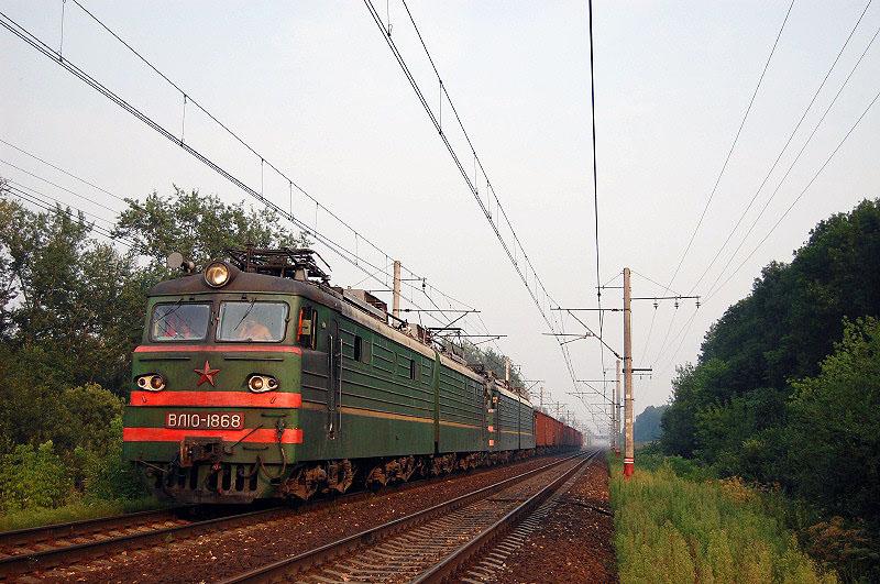 Электровоз ВЛ10-1868 с грузовым поездом, перегон Редкино - Тверь