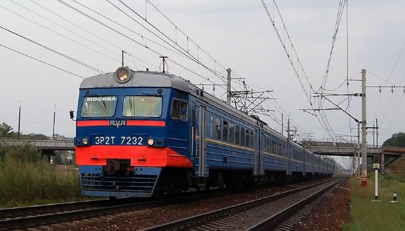 Электропоезд ЭР2Т-7232 на перегоне Редкино - Тверь