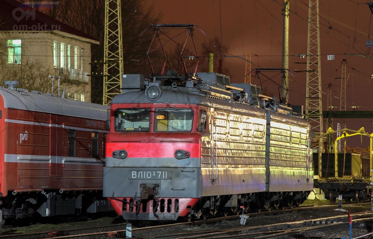 Электровоз ВЛ10У-711 на станции Тверь