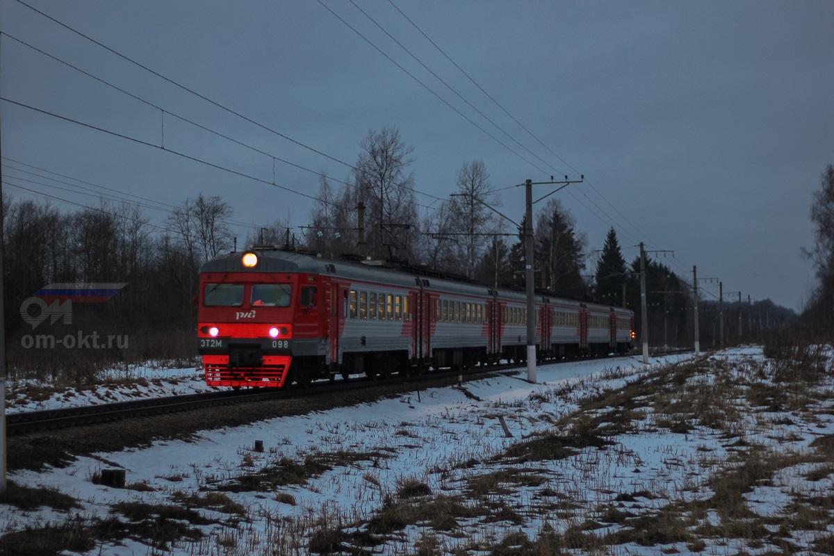 Электропоезд ЭТ2М-098 на перегоне Терешкино - Виноколы