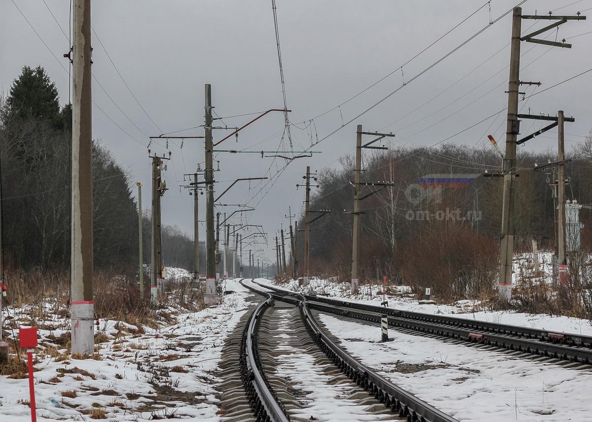 Вид от платформы Виноколы в сторону станции Лихославль