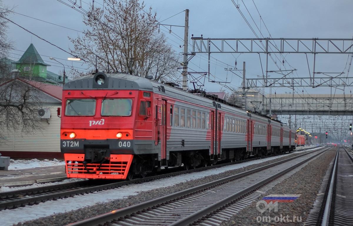 Электропоезд ЭТ2М-040 на станции Лихославль
