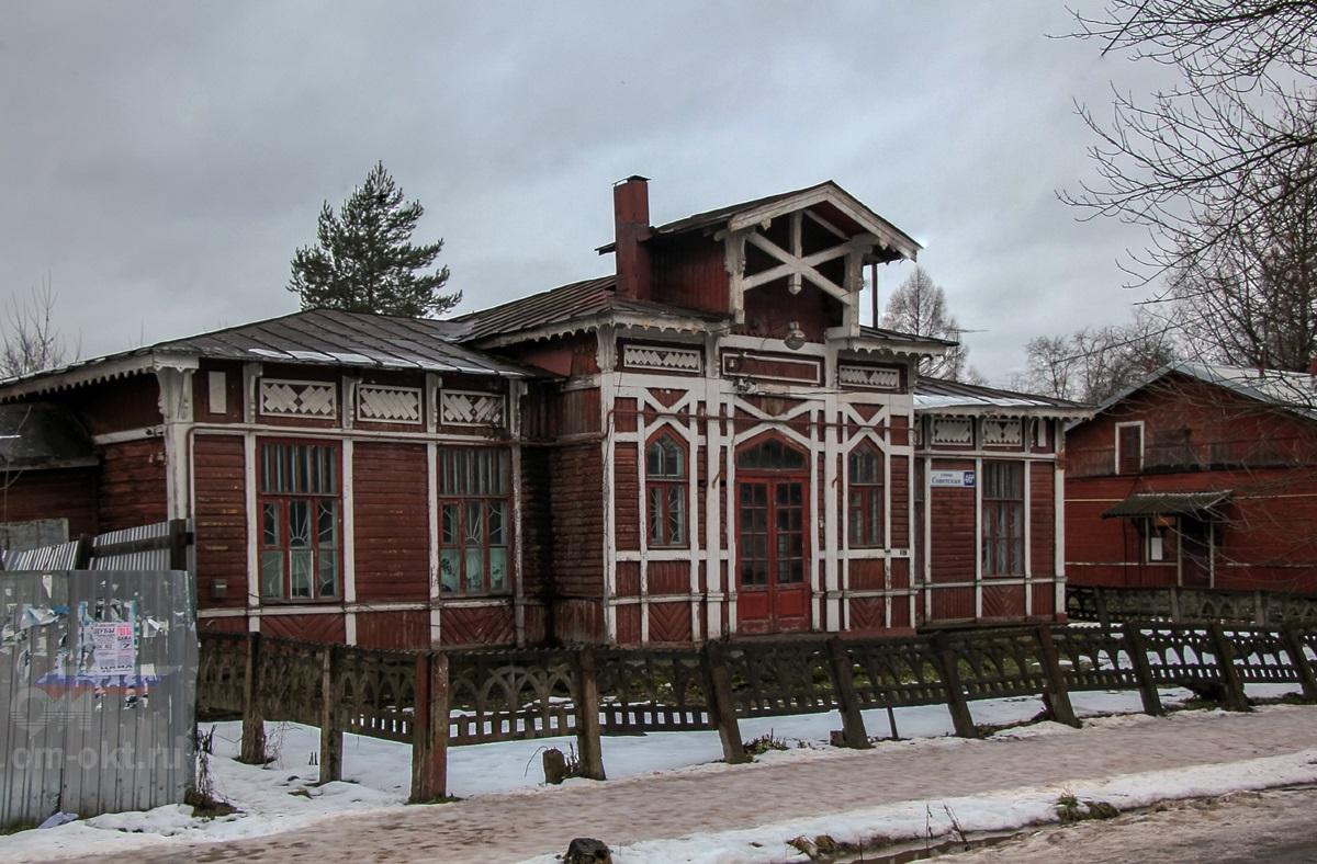 Старое здание вокзала станции Лихославль