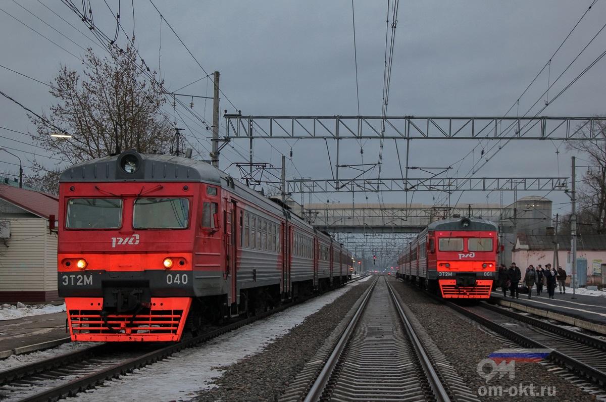 Электропоезда ЭТ2М-040 и ЭТ2М-061 на станции Лихославль