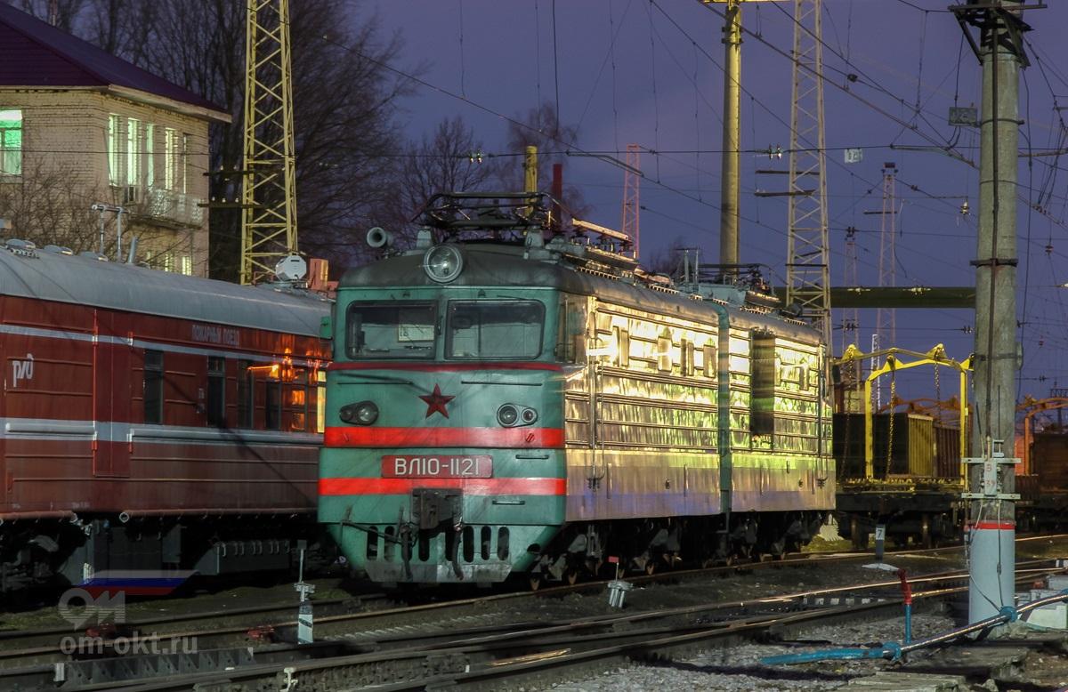 Электровоз ВЛ10-1121 на станции Тверь