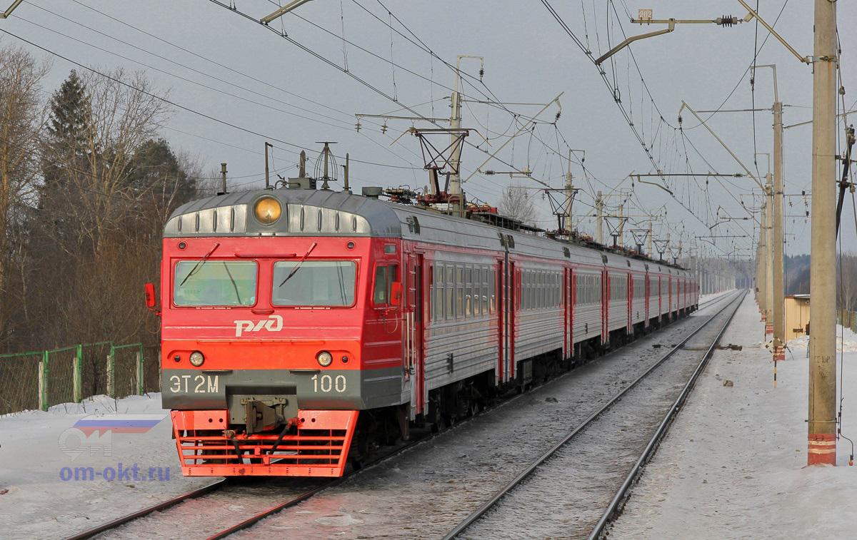 Электропоезд ЭТ2М-100 прибывает к платформе Фроловское, перегон Клин - Подсолнечная