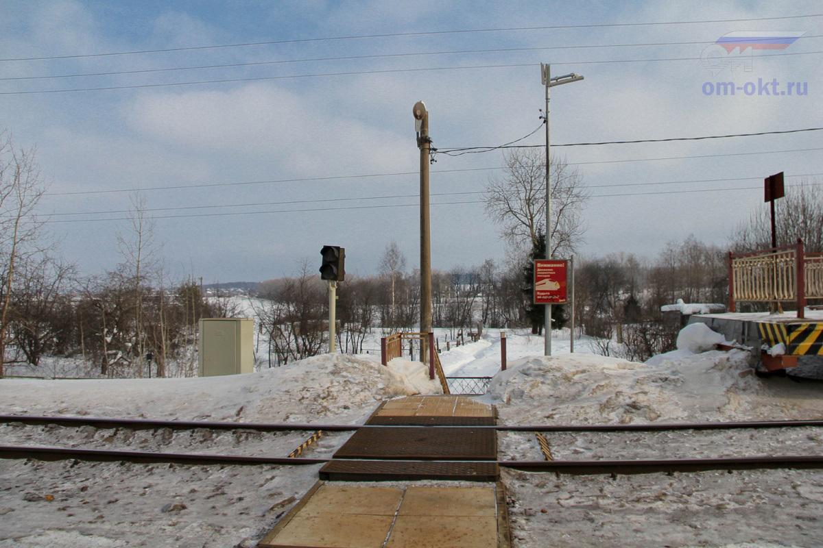 Пешеходный настил у платформы Фроловское