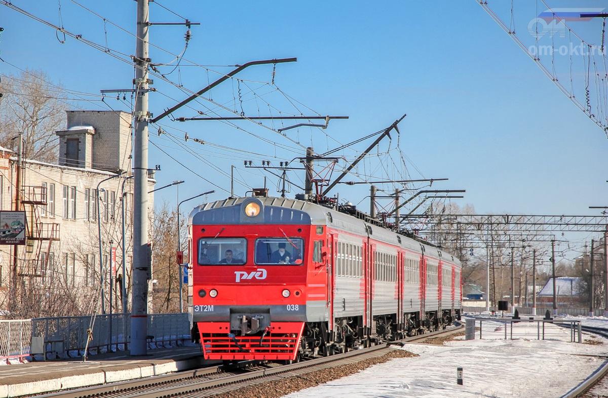 Электропоезд ЭТ2М-038 прибывает к платформе Пролетарская, перегон Тверь - Дорошиха