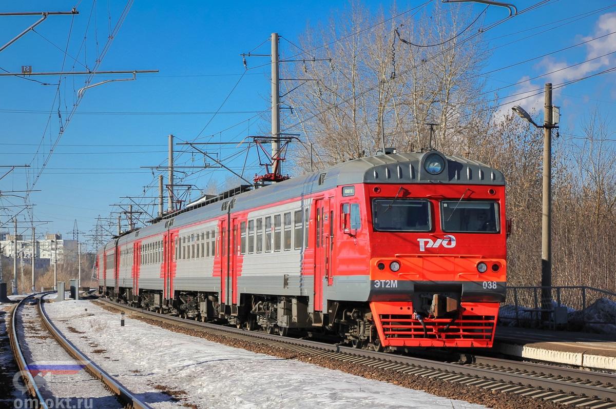 Электропоезд ЭТ2М-038 отправляется от платформы Пролетарская, перегон Тверь - Дорошиха