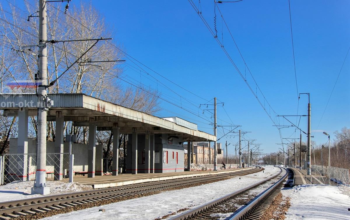 Вид на платформу Пролетарская со стороны станции Дорошиха