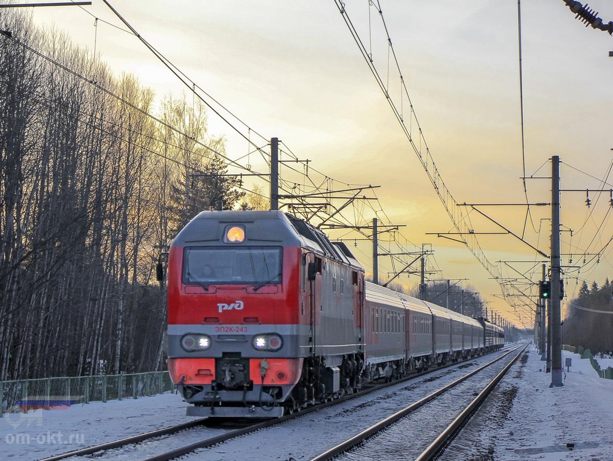 Электровоз ЭП2К-243 с пассажирским поездом, перегон Академическая - Бушевец