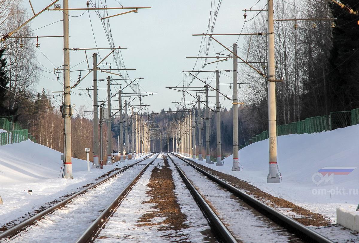 Вид от платформы Костромцовская в сторону платформы Бочановка