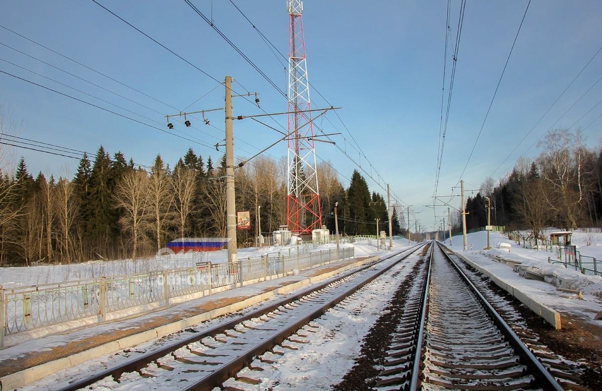 Вид на платформу Костромцовская со стороны платформы Соболево