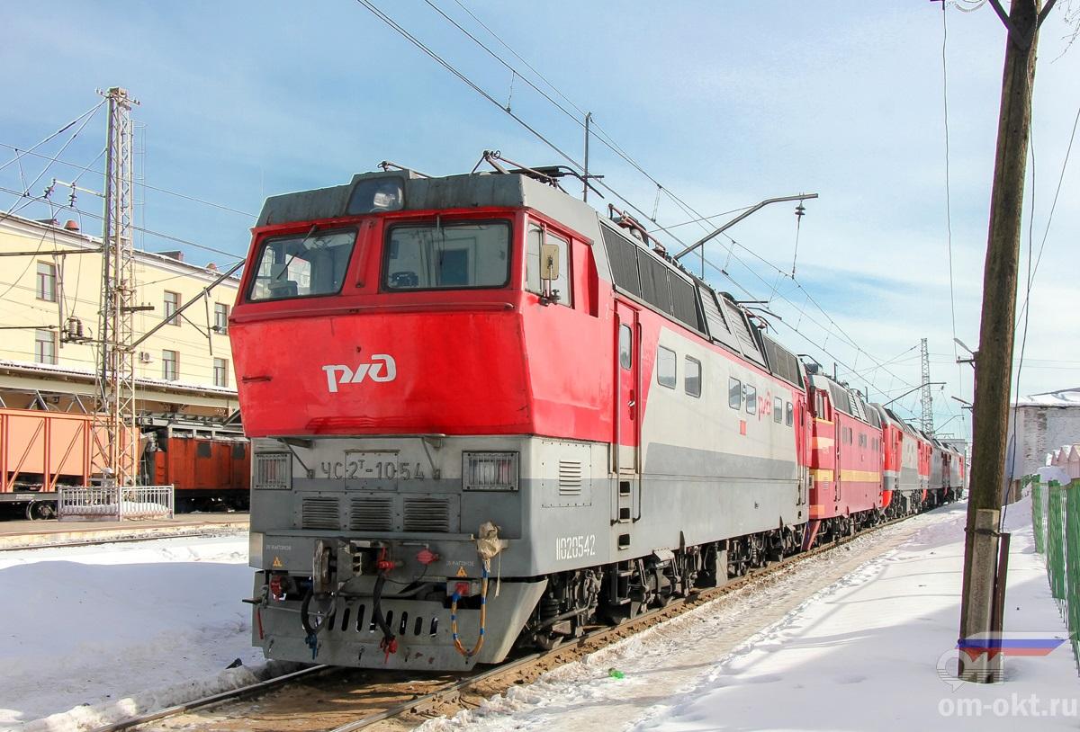 Электровозы ЧС2Т-1054 и другие на станции Бологое-Московское
