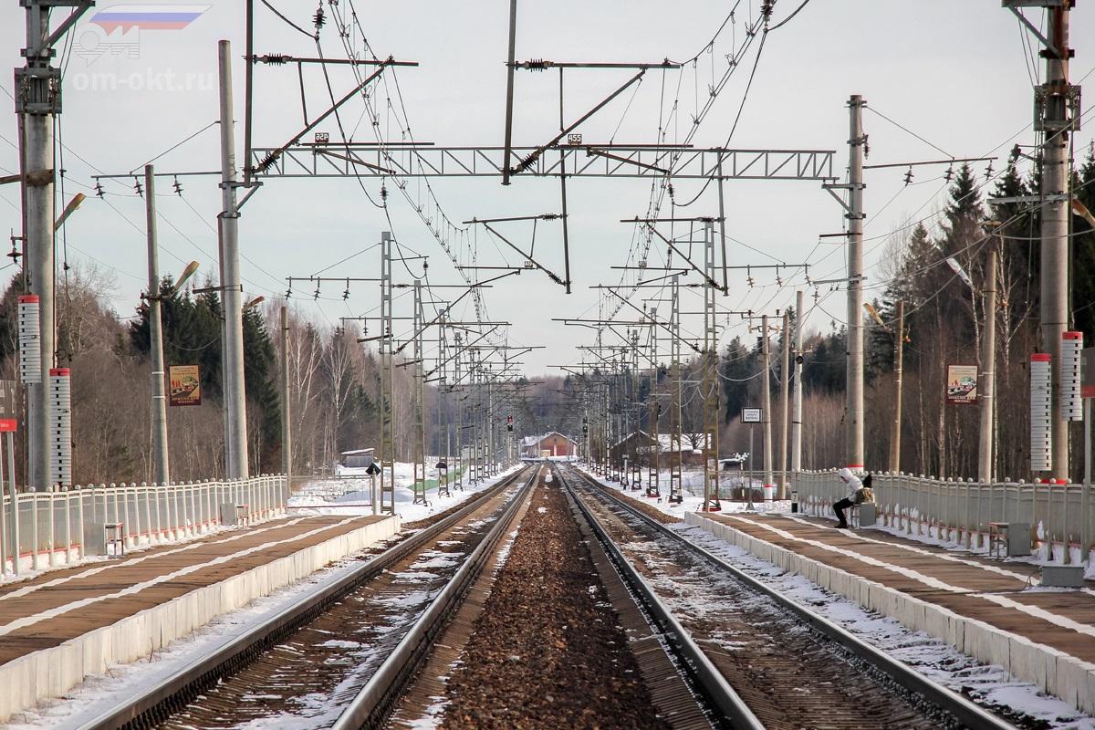 Вид на платформу Локотцы со стороны платформы Барановка