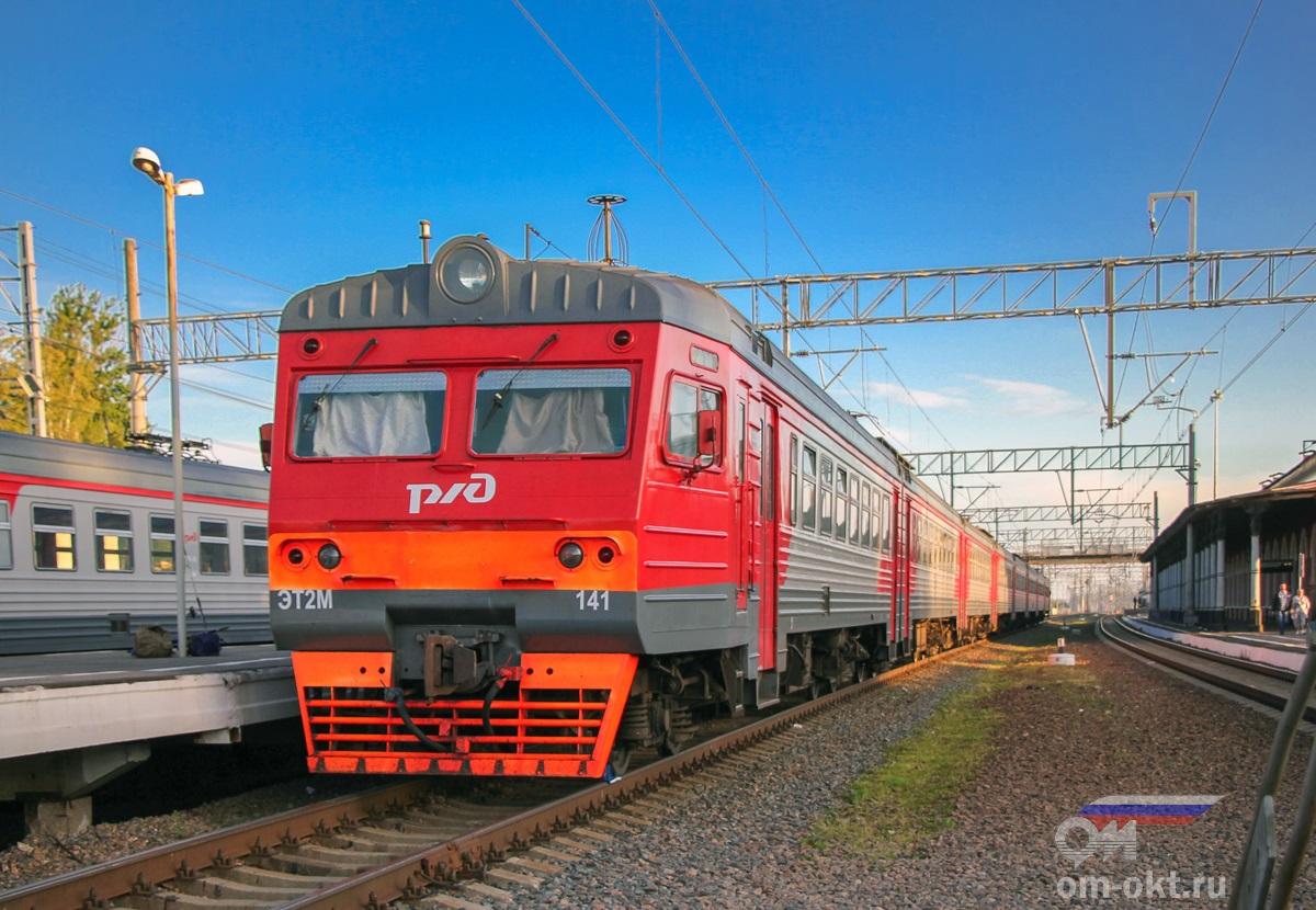 Электропоезд ЭТ2М-141 на станции Малая Вишера