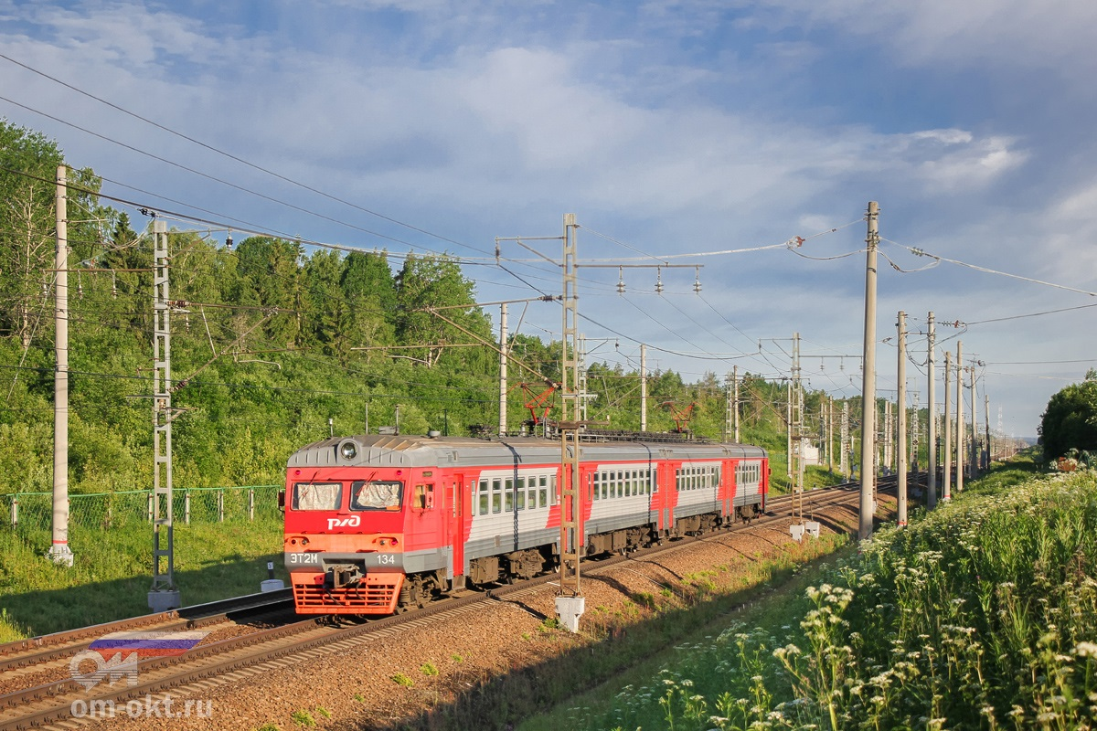 Электропоезд ЭТ2М-134 на перегоне Торбино - Мстинский мост