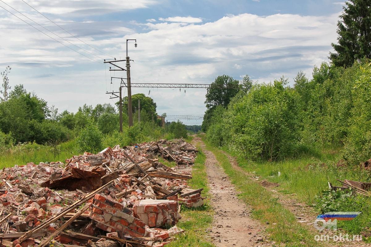 Останки бывшего вокзала станции Веребье