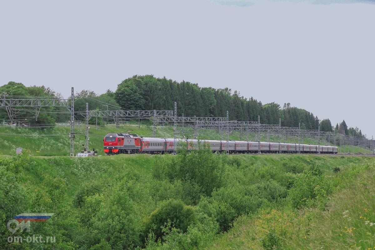 Электровоз ЭП2К-251 на станции Мстинский мост