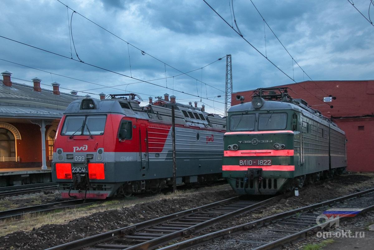 Электровозы 2ЭС4К и ВЛ10-1822 на станции Тверь