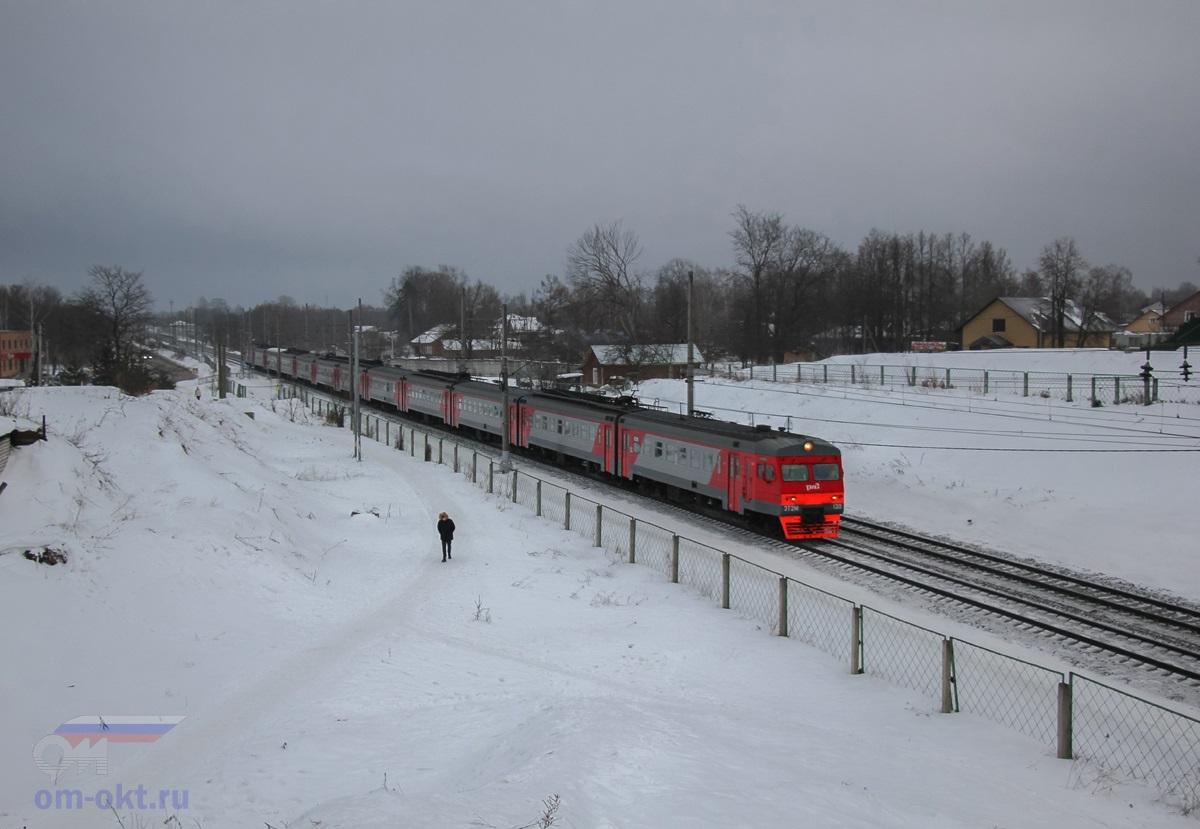 Электропоезд ЭТ2М-130 на станции Завидово