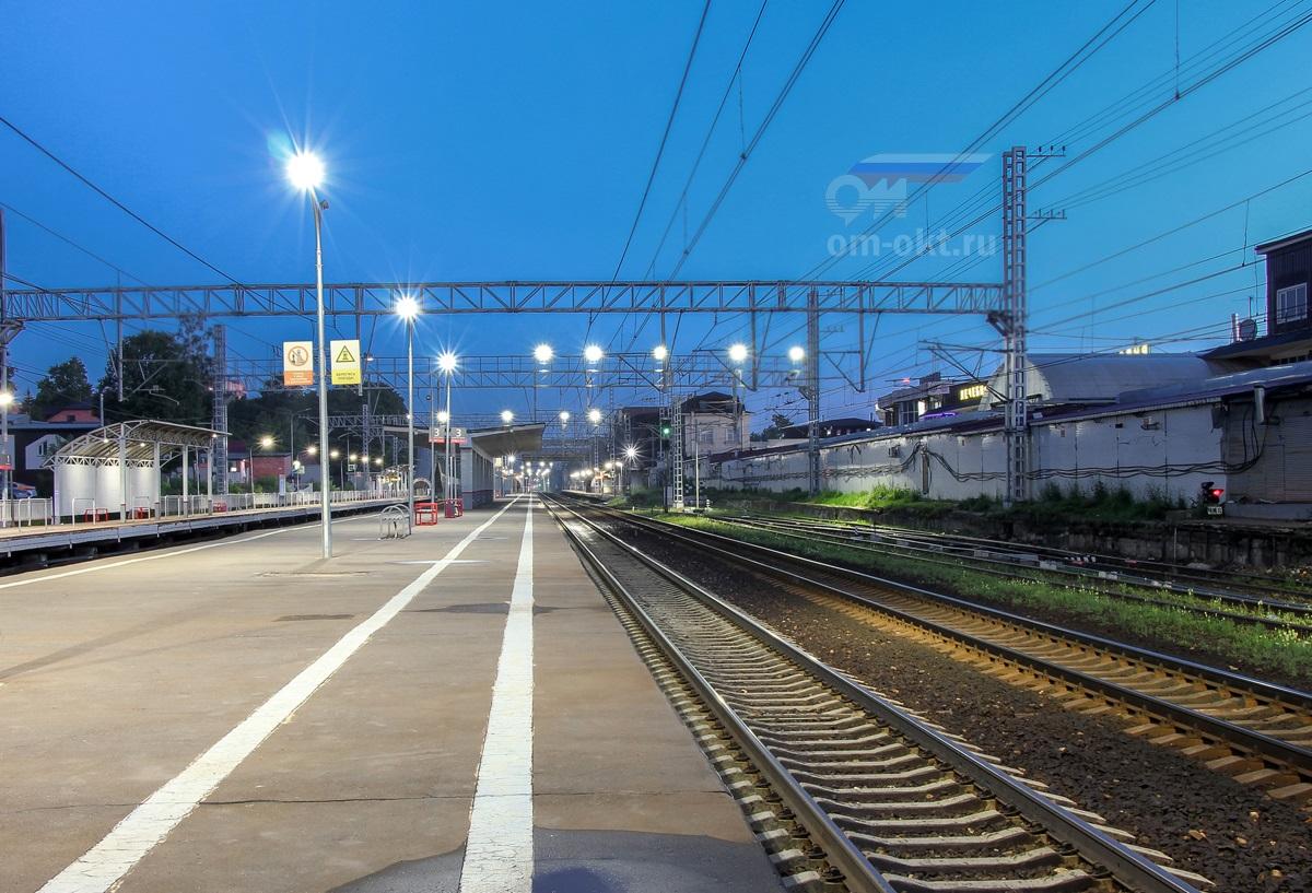 Вид на платформы №3 и №2 станции Сходня со стороны ст. Химки