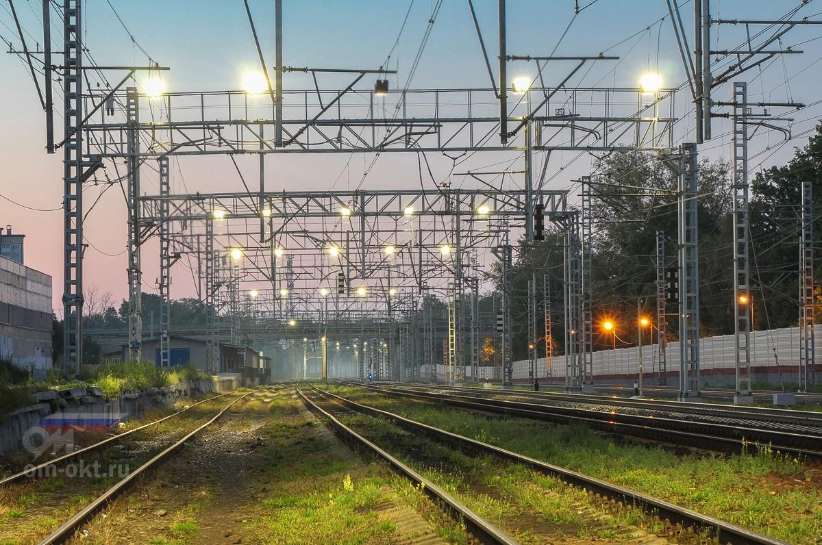Вид от пассажирских платформ станции Сходня в сторону станции Химки