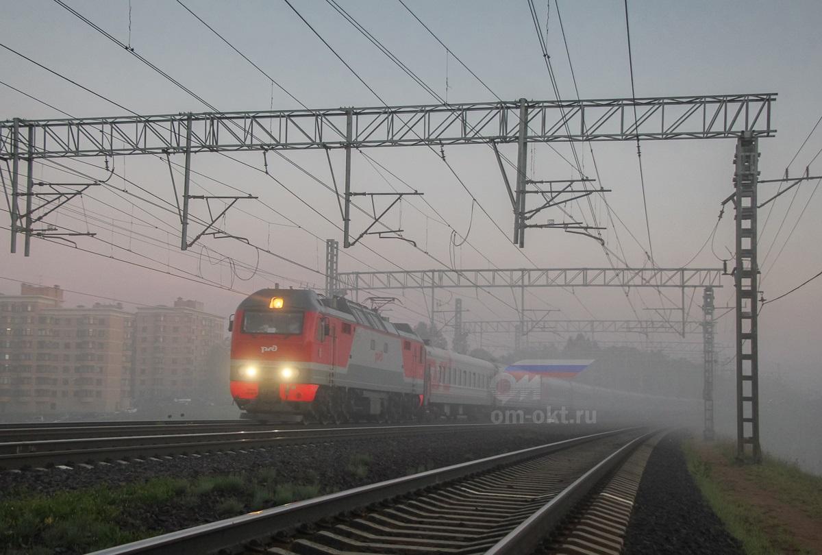 Электровоз ЭП2К с пассажирским поездом, перегон Сходня - Химки
