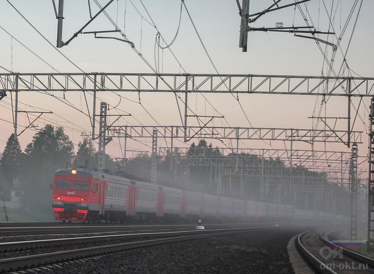 Электропоезд ЭТ2М-057 на перегоне Сходня - Химки