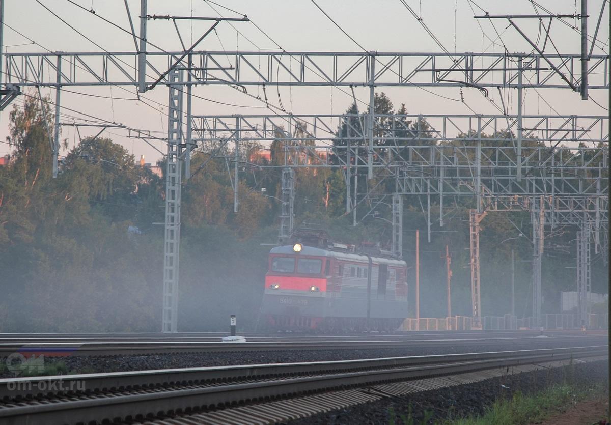 Электровоз ВЛ10-479 на перегоне Сходня - Химки
