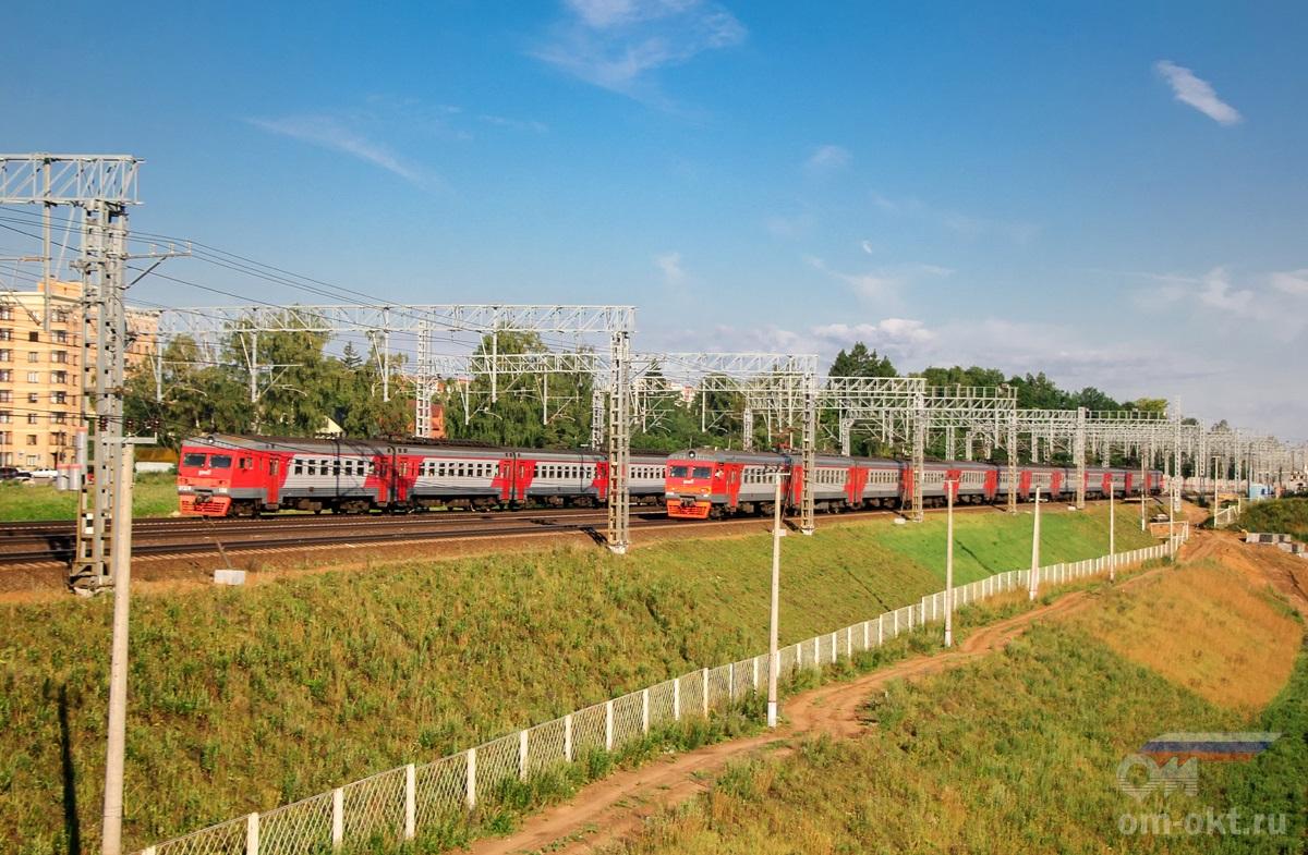 Электропоезда ЭТМ-136 и ЭТ2М-037 на перегоне Сходня - Химки