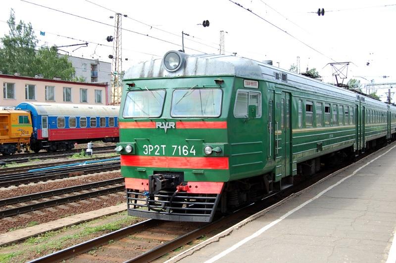Электропоезд ЭР2Т-7164 на станции Тверь