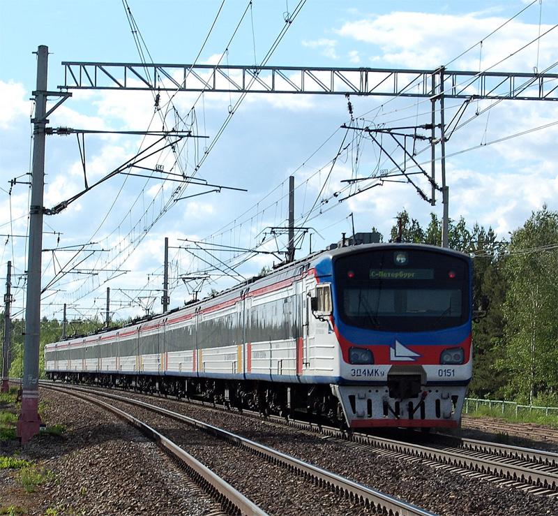 Электропоезд ЭД4МКУ-0151 на станции Осеченка